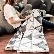 愛美百貨│三角幾何造型法蘭絨懶人毯 毛毯 毯子