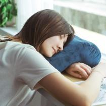 愛美百貨|辦公室神器多功能鏤空午睡枕 趴睡適用毛絨質感純色抱枕趴趴枕